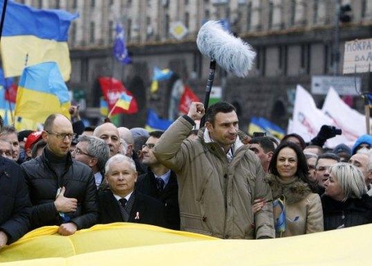 Jaroslaw-Kaczynski-ramie-w-ramie-z-liderem-ukrains